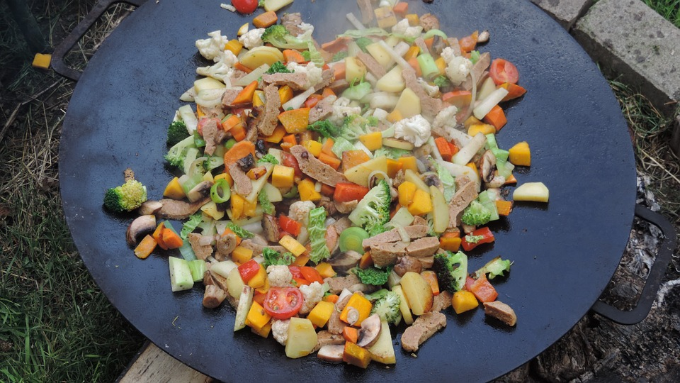 Spezzatino di seitan e verdure saltate in padella